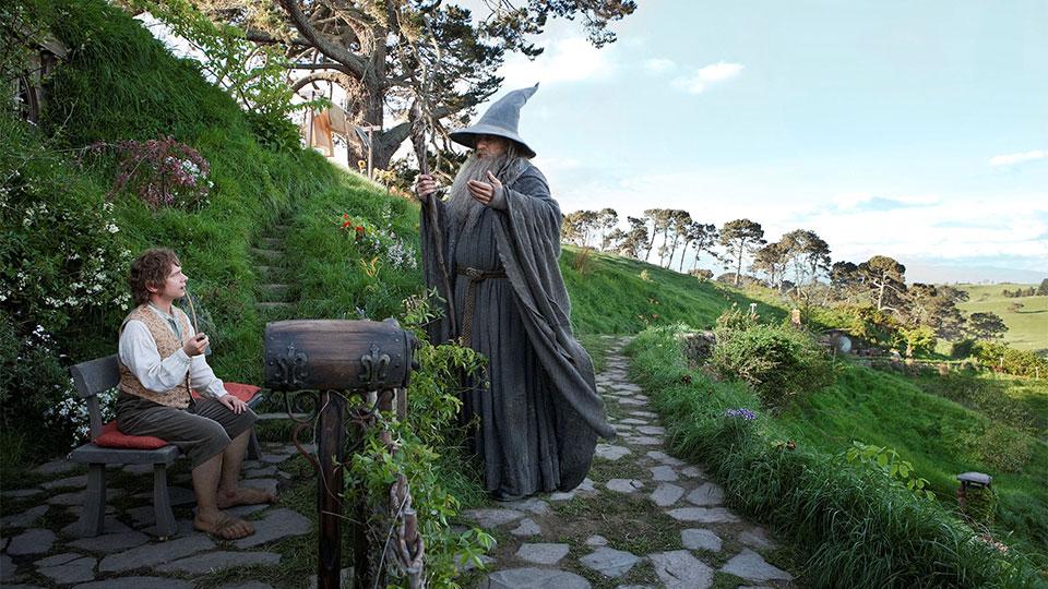 Martin Freeman som Bilbo och Ian McKellen som Gandalf. Bägge två är strålande filmen igenom.